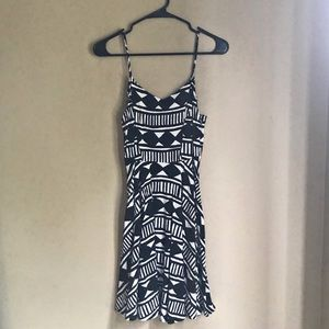 Old navy black and white patterned dress size s